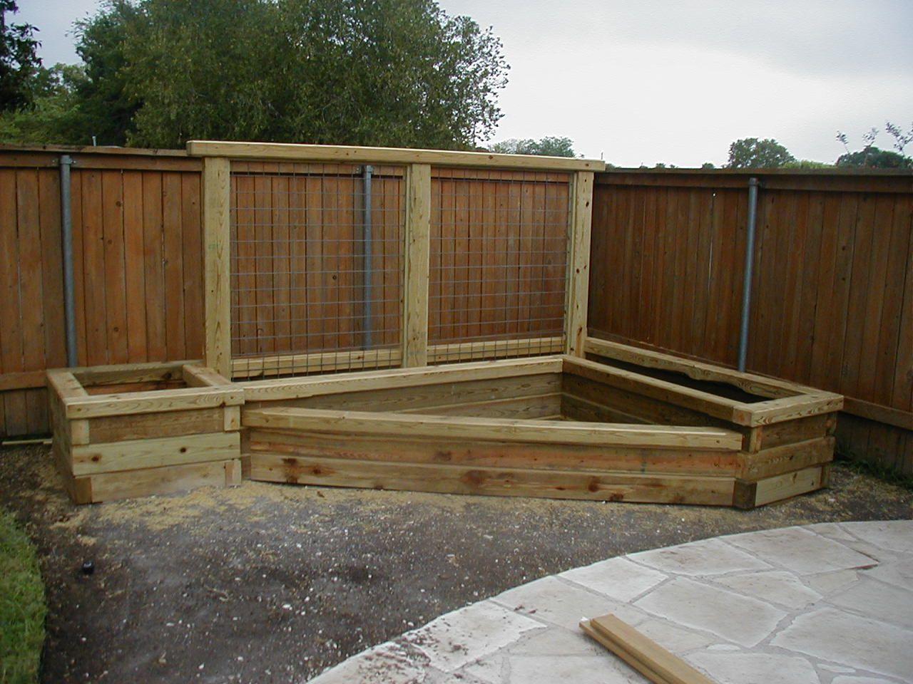 Fabriquer Potager Carré En Bois massif surélevé d'angle | carré potager bois, jardin en