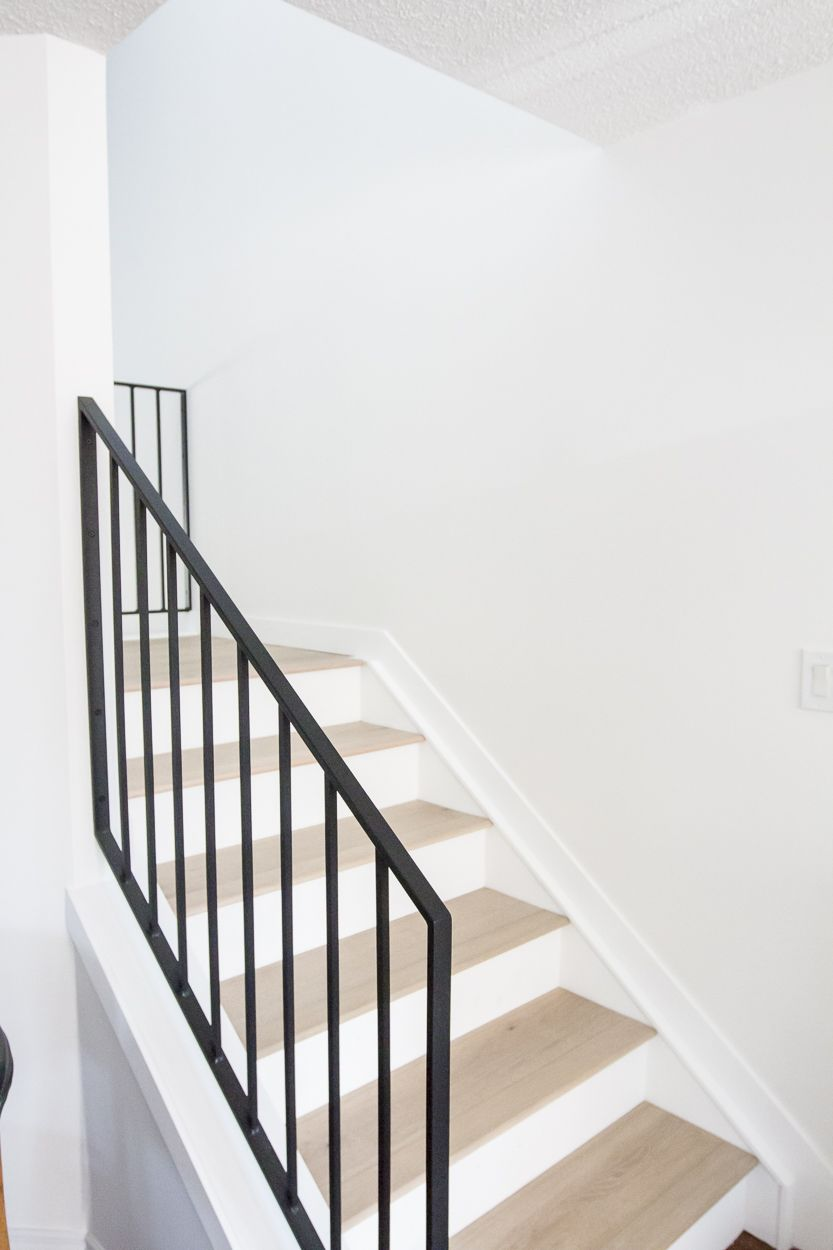 Best Modern Metal Railings A Sleek Staircase Design 400 x 300