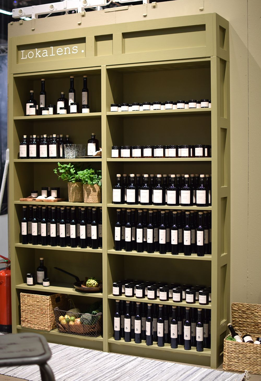 IKEA hack: Platsbygg bokhylla med IKEA hyllor som grund i