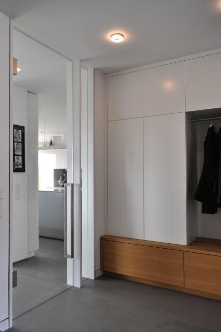 Pin Von Shirin Adler Auf Flur In 2020 Glastur Wohnzimmer Garderoben Eingangsbereich Einbauschrank