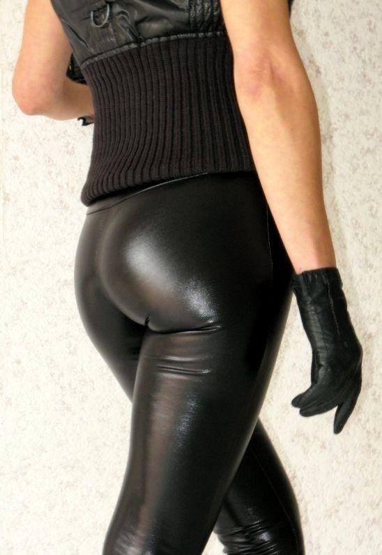 Women nude butts self shot pics