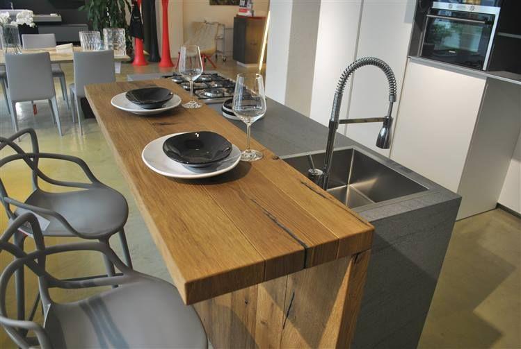Isola Cucina Con Piano Snack.Cucina La Casa Moderna Solida Con Isola Centrale Con Piano