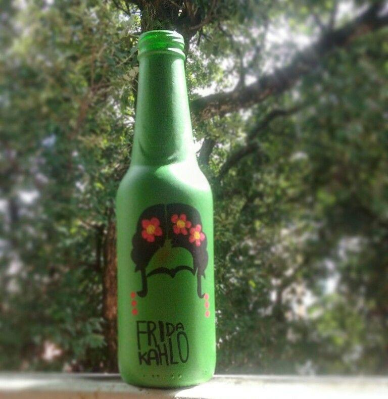 ♡ #garrafasdecoradas #garrafapersonalizada #garrafas #garrafaspersonalizadas #Poscas #MundoPosca #PoscaBrasil  #33crew  #canetaposca #eco #janela #feitoamao #artesanato #amor #decoração #presente #frida
