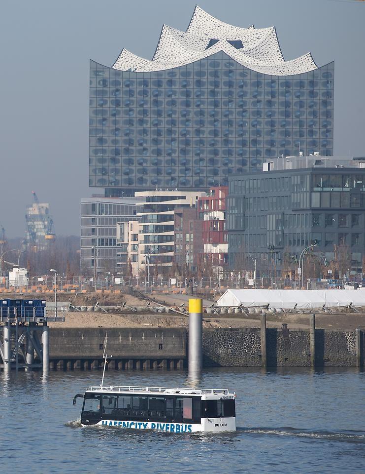 Neue Attraktion Ab April Amphibienbus Schippert Durch Hamburg Hamburg Hafen City Hamburg Sehenswurdigkeiten