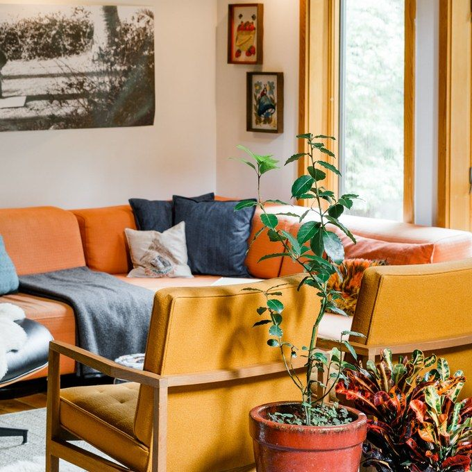 Küchensofa Orange This Upstate Getaway Is Filled To The Brim With Thrifted ...