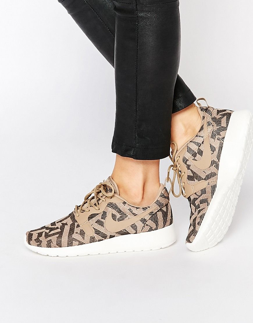 Nike Roshe Run Jacquard Animal Trainers