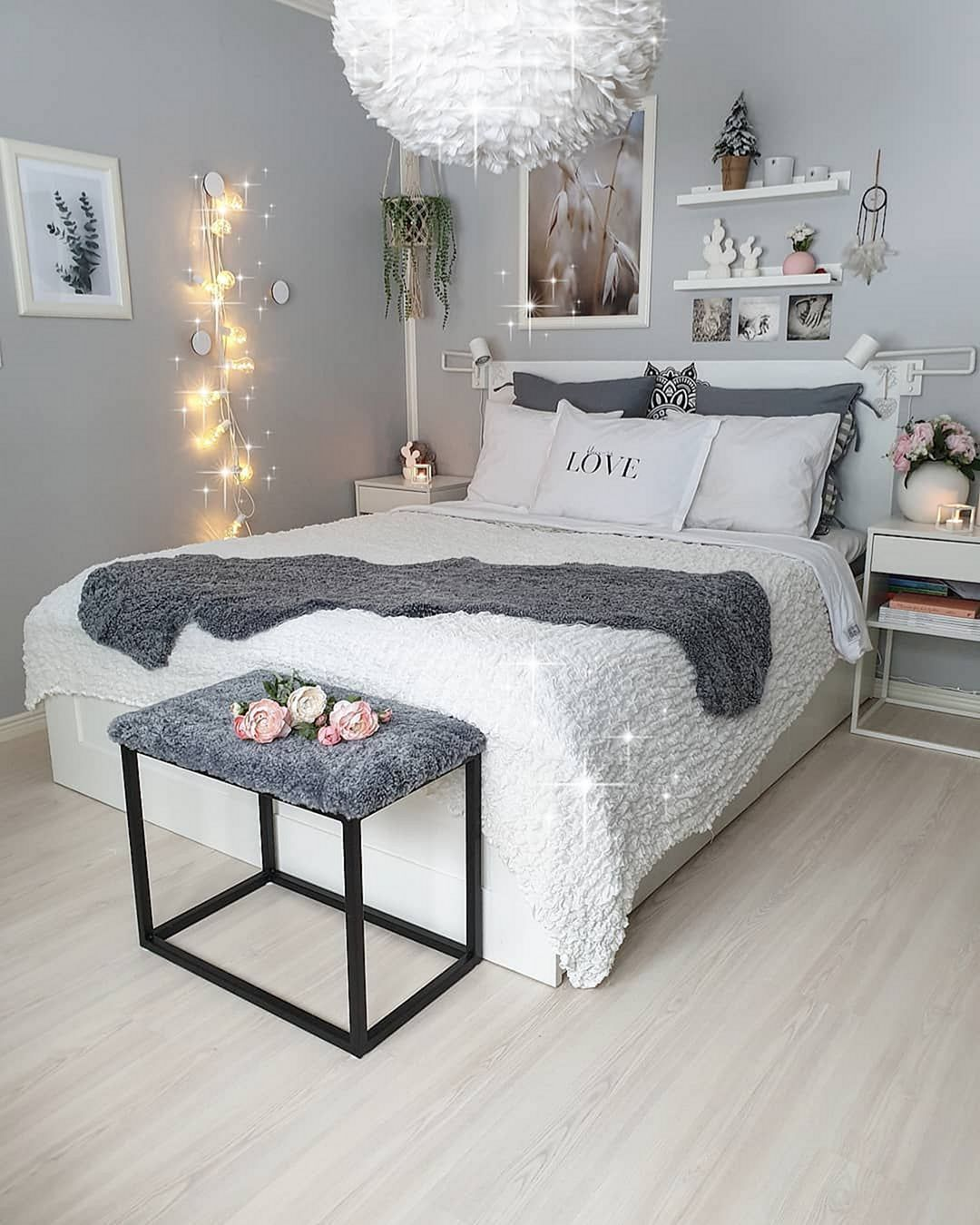 Charming And Beautiful Bedroom Ideas For Women 2020 Small Bedroom Decor Stylish Bedroom Small Room Bedroom