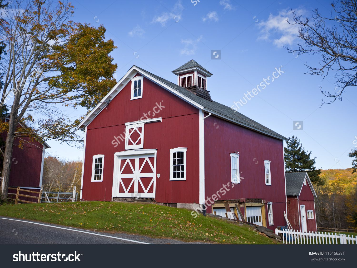 Beautiful Traditional New England Red Barn Stock Photo 116166391