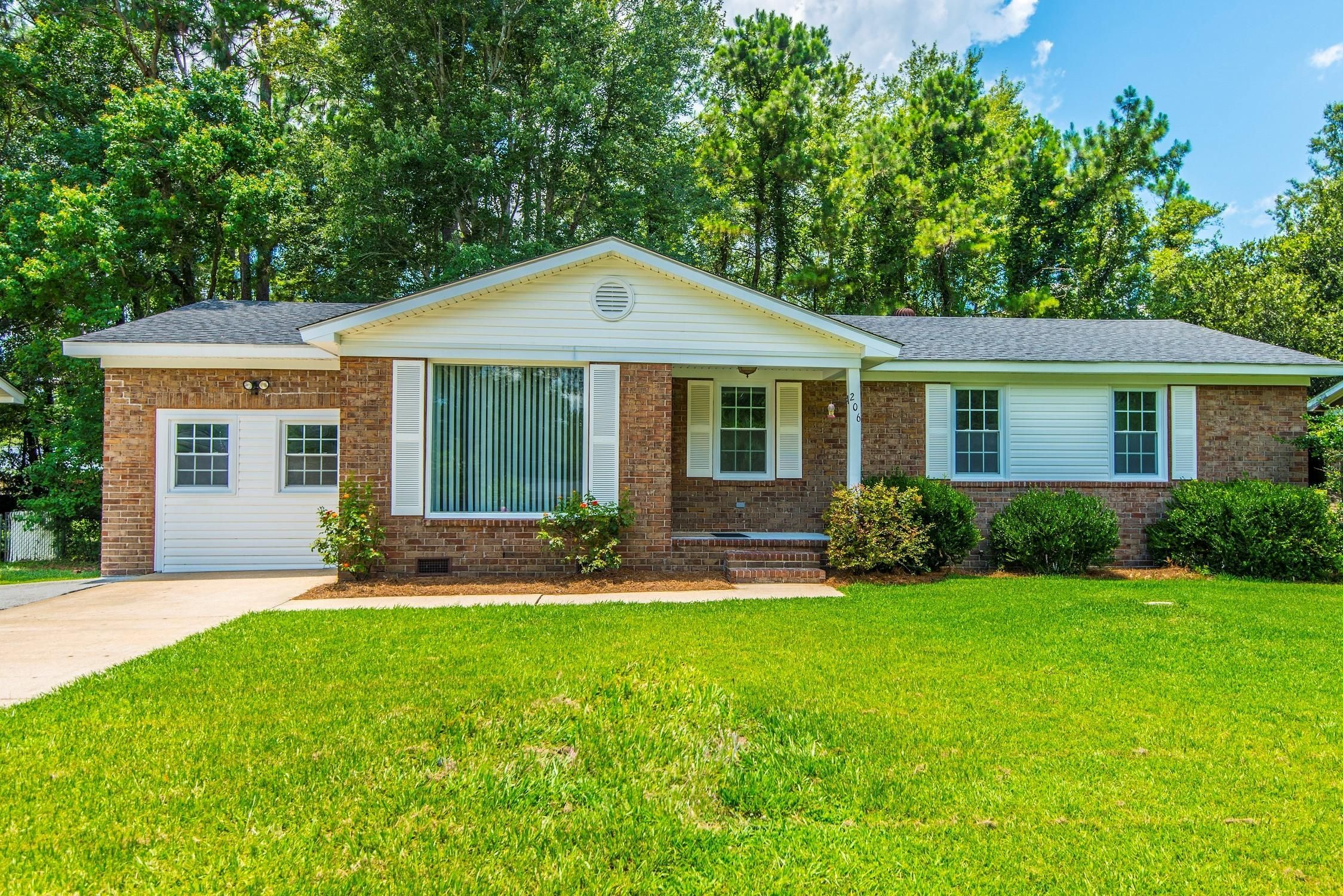 New to the market in Ladson, SC! Turnkey brick ranch