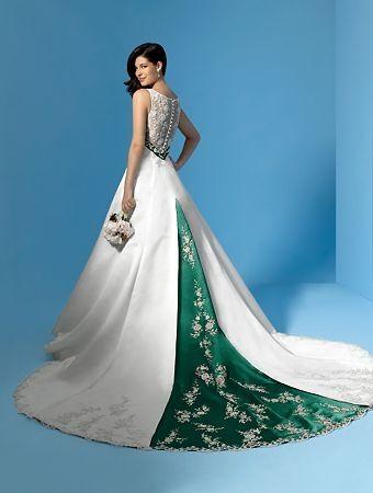 Robe de mariée à bretelles ornée de ceinture