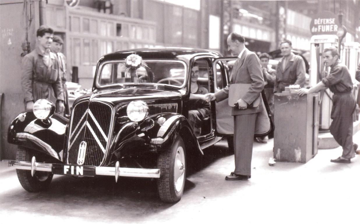 La Dernière Citroën Traction Avant Sort De Chaîne Le 25 7 1957 Une 11d Familiale Numero De Série 444569 Ce So Citroën Traction Traction Avant Voiture Vintage