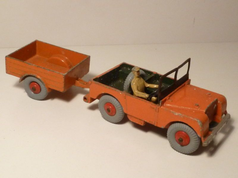 DINKY TOYS LAND ROVER AND TRAILER