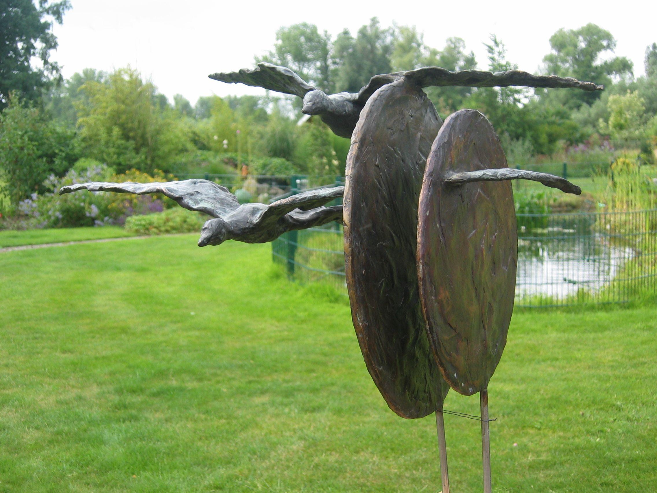 Tuinbeelden Brons Tuin : Beeld in opdracht relatiegeschenk bronzen vogels vogels bronzen