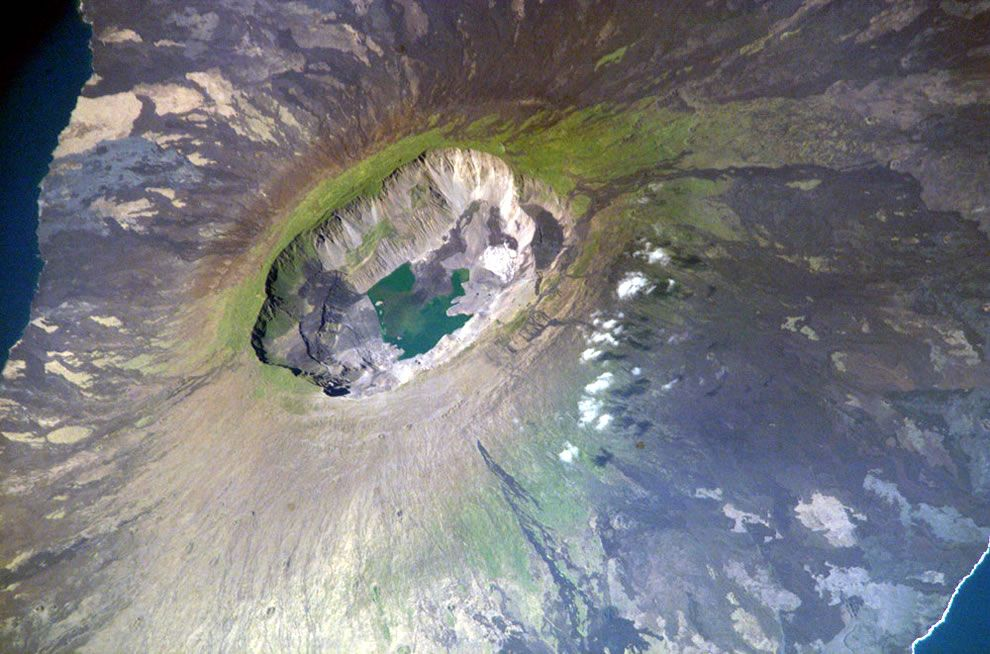 42 Of The World S Most Beautiful Crater Lakes Lake Crater Lake Shield Volcano