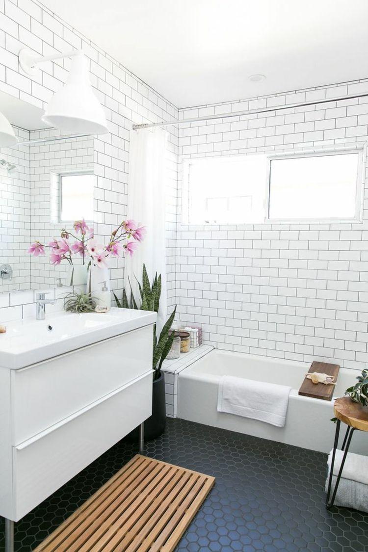 Metro Fliesen In Weiss Fur Das Bad Bodenfliesen Bad Badezimmer Renovieren Bodenbelag Fur Badezimmer