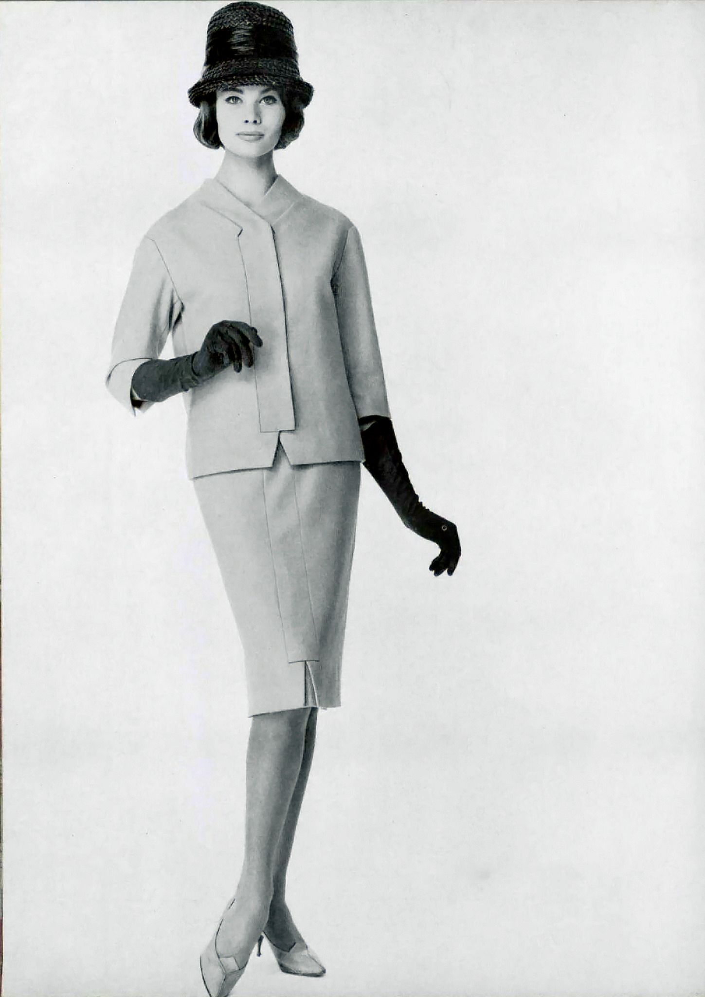 Model in suit by Carven, photo by Guegan, 1961