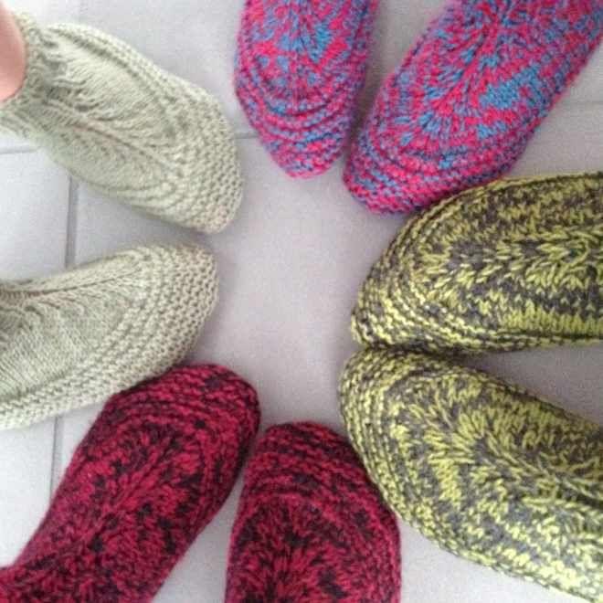 Chaussons de la famille   tricot   Pinterest