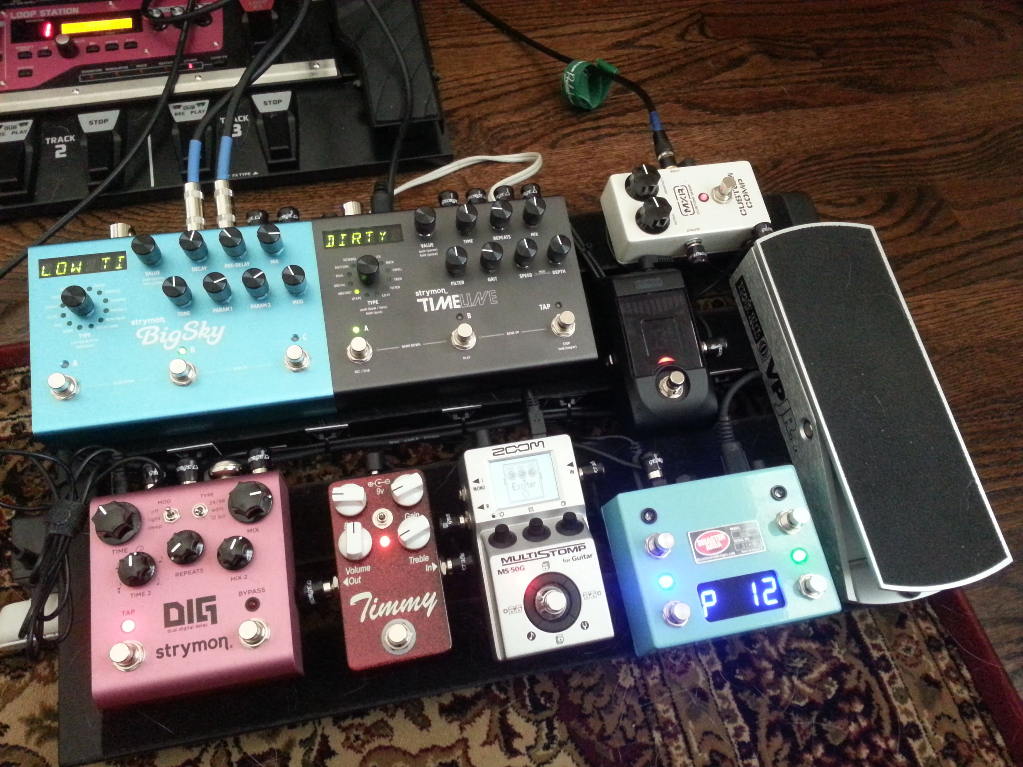 pedalboard running in stereo chain is guitar mxr custom comp zoom ms 50g paul cochrane. Black Bedroom Furniture Sets. Home Design Ideas