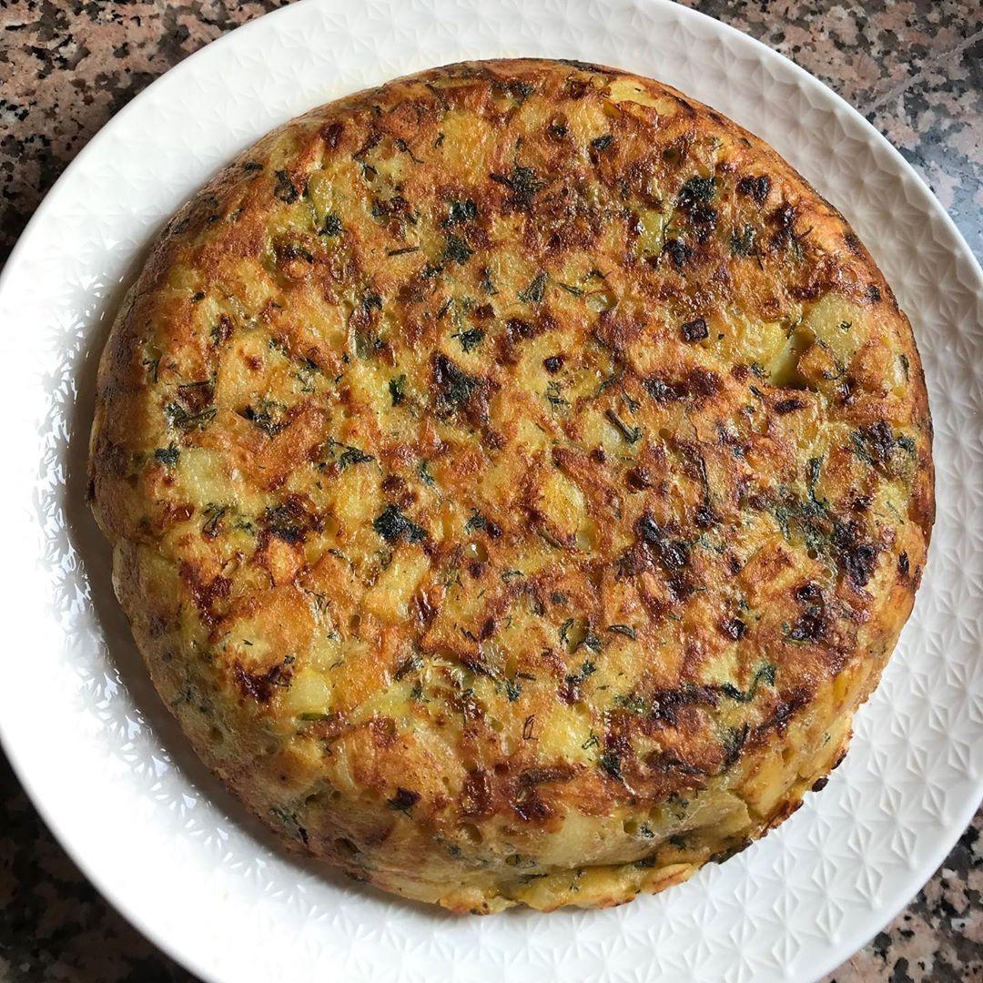 Ello Ig Family Tortilla B Zaytun O Rbi3 Katji Wa3ra Rafaqta B Salade Tariqa Tahdir Kayna F Sowar Salad Tortilla Food Breakfast