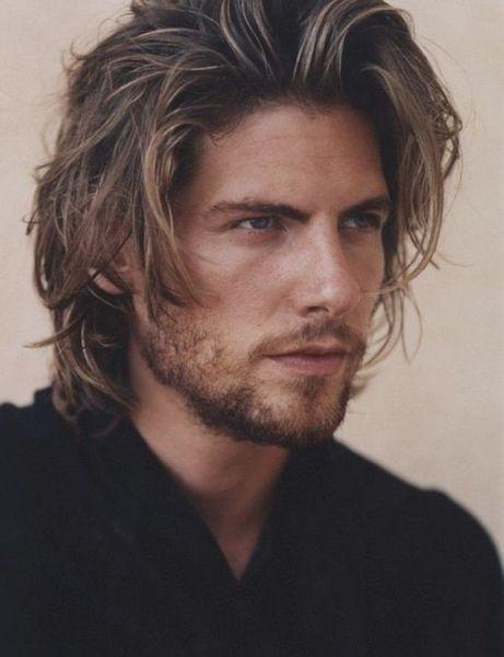 Pettinature maschili capelli medio lunghi