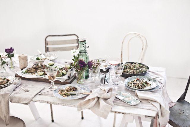 decorar una mesa para cenar con amigos : via MIBLOG