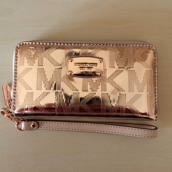 f019a4aa59ab MK Rose Gold Wristlet Wallet NWT - This luxurious MK wristlet is quite the  sight to see. The rose gold color makes this unique to the average wallet  and ...