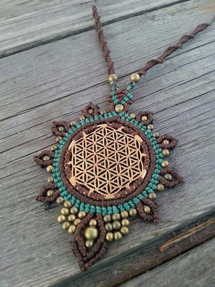 Flower of life Macrame necklace by Mundo Makramee