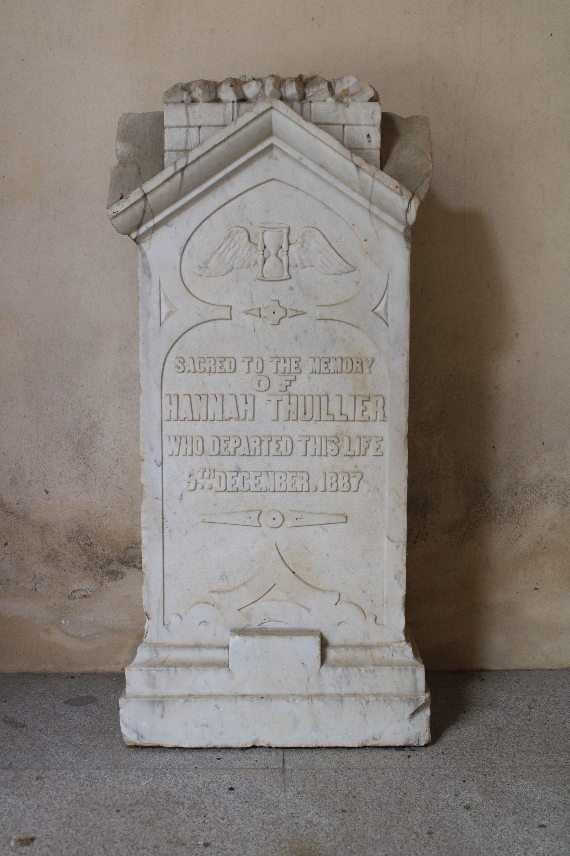 iglesia inacabada del Hospital de la Divina Providencia, en El Puerto de Santa María, primera de las lápidas expuestas