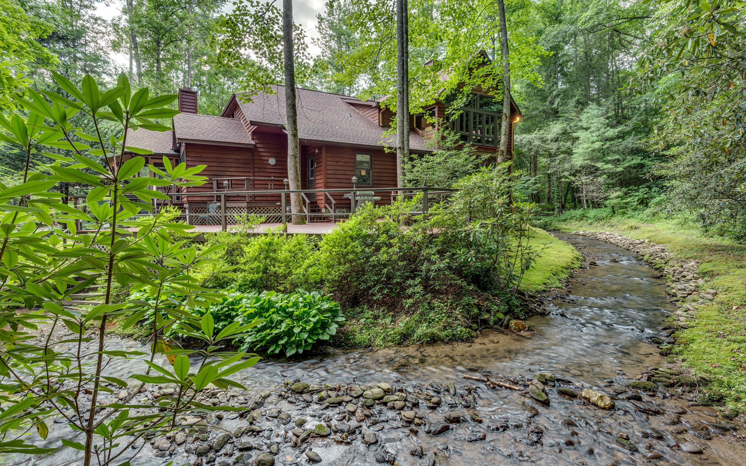 located in georgia table beams cabin north old mountain staircase lodge features from bar ellijay room ga built pin crafted steam upstairs the hand and long raccoon laurel loft cabins a