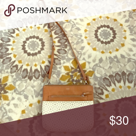 Fossil Bag Perfect shoulder bag for on the go when trying to look casual cute. All pockets zip shut for security and there are several varying sized pockets for all needs. No signs of use at all. Was kept in leather guard for fabric protection. Fossil Bags Crossbody Bags