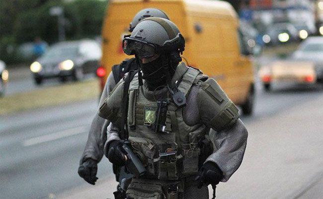German Swat Team Members Get Chain Mail Like Anti Knife Equipment