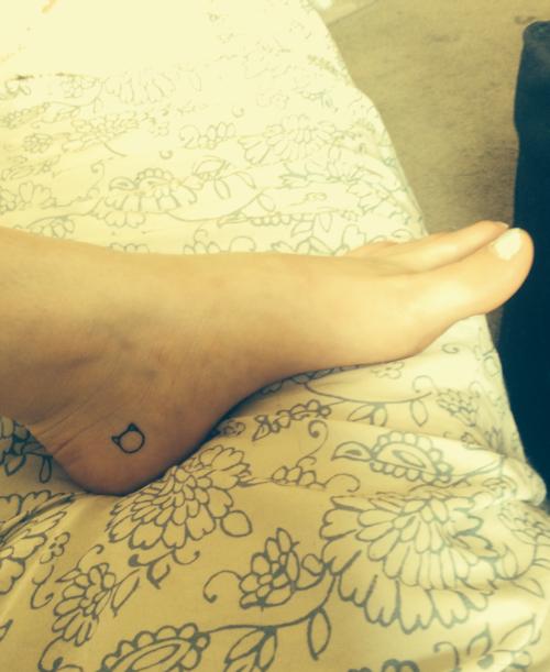 8dae09a1e Pin by Alli Hottovy on Tattoos | Feet tattoos, Tiny cat tattoo, Tattoos