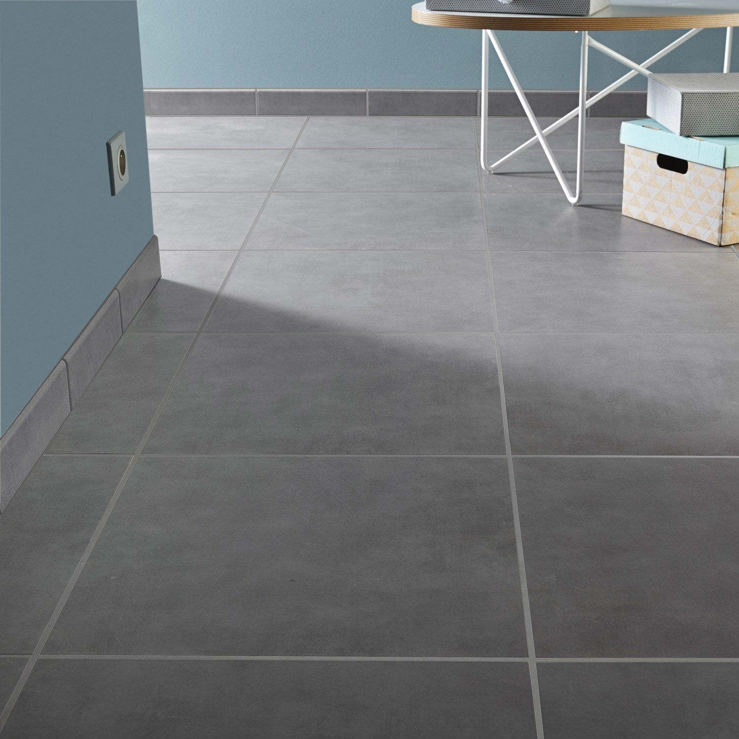Carrelage int rieur kiosque aero en gr s gris poivr 45 for Carrelage gris interieur