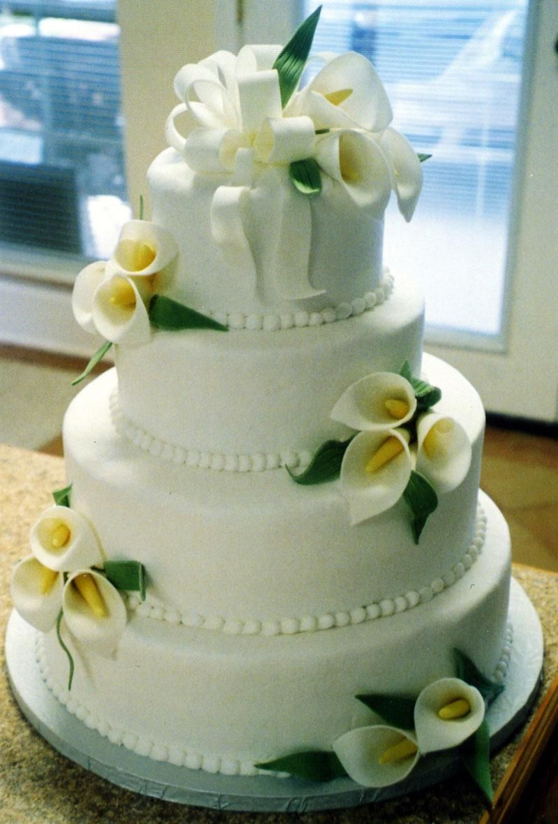 wedding cake decorated with calla lilies calla wedding centerpieces maeghans wedding 22359