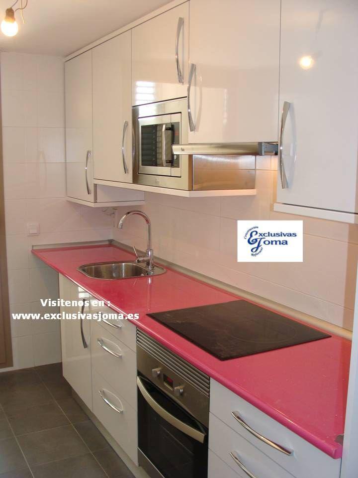 Muebles de cocina a medida en color blanco alto brillo con - Muebles de cocina de formica ...