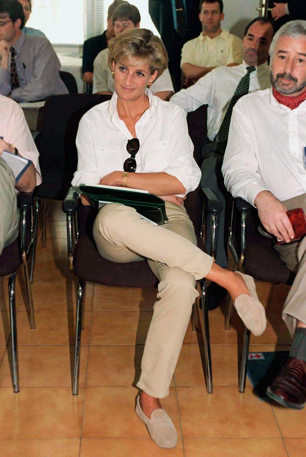 11 Moving Photos of Princess Diana's 1997 Trip to Angola