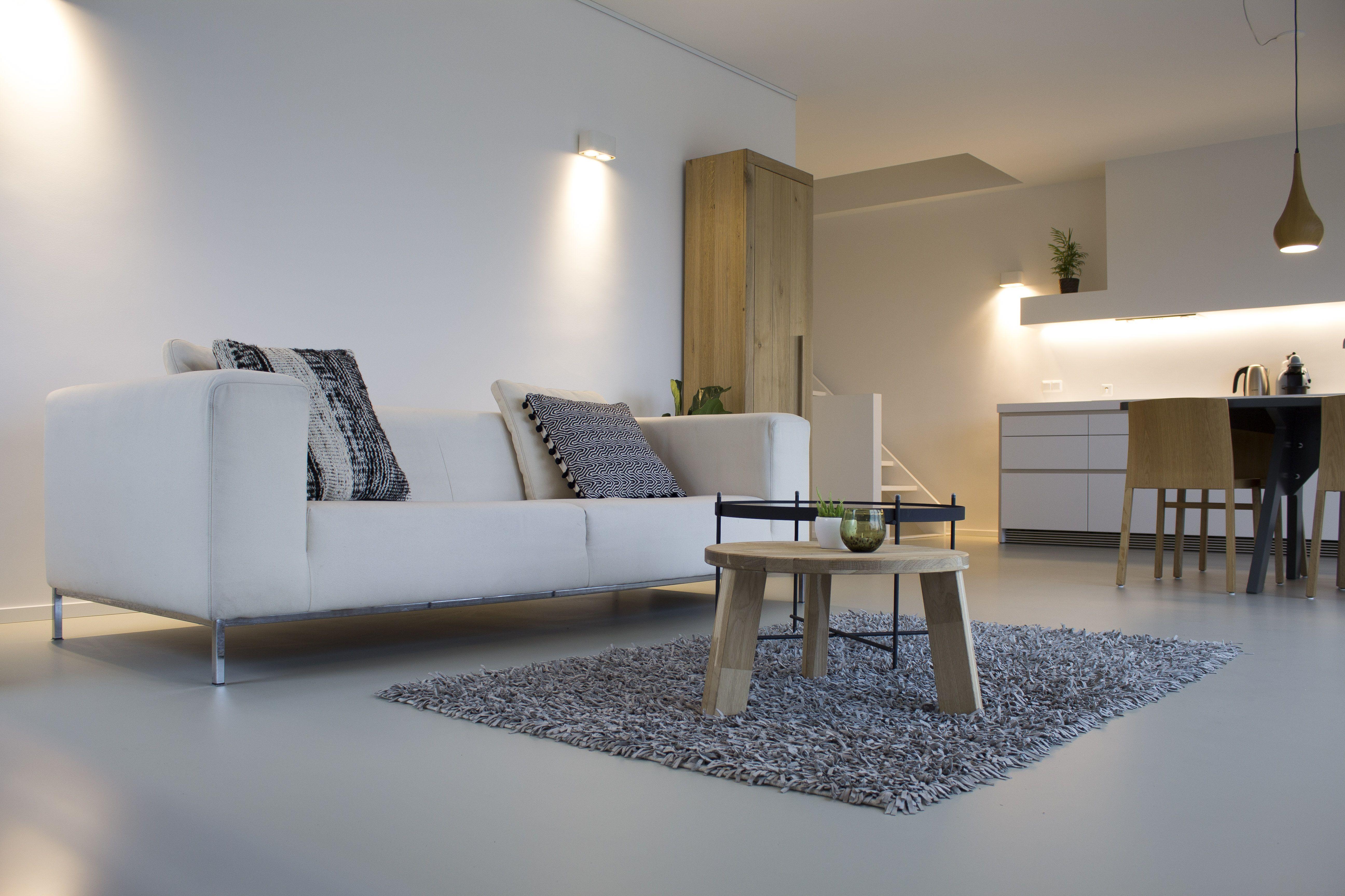 Lichte Betonlook Gietvloer in Moderne Woonkamer | Motion Gietvloeren ...