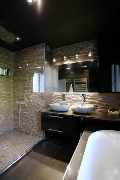 salle de bain avec mur en pierre naturelle salle de bain. Black Bedroom Furniture Sets. Home Design Ideas