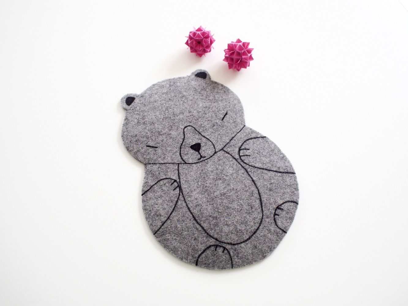 Tapis de souris - Ours Kawaii - Décoration de bureau en feutrine grise : Meubles et rangements par Kamikire  Kawaii Mouse pad - bear mouse mat made with grey felt