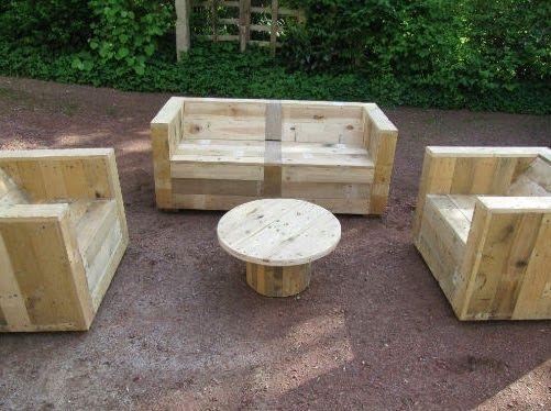 Set de muebles para el jard n con for Construccion de muebles de jardin con palet