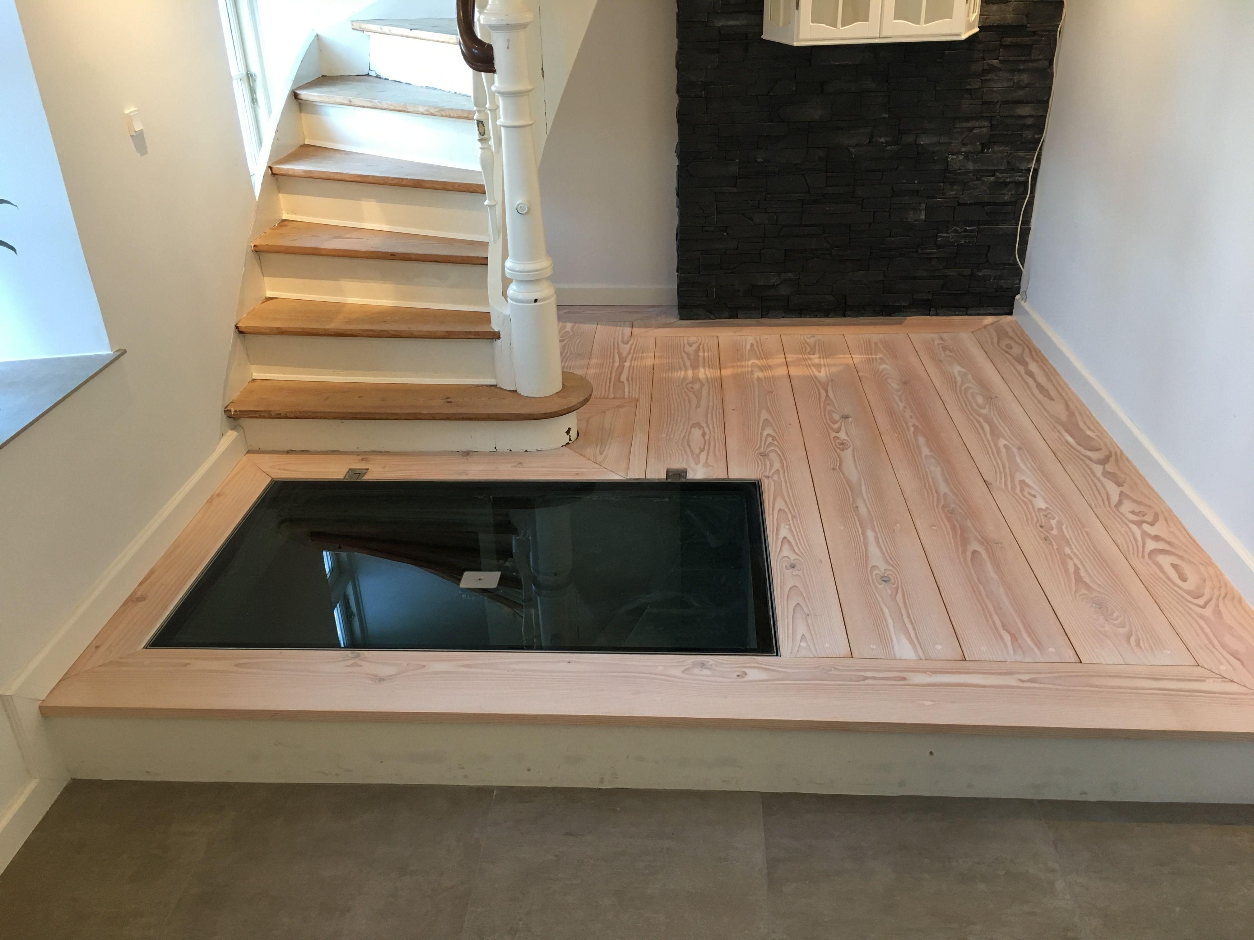 Planke gulv med indbygget glas låge til Vin kælder  Www.dbtræbyg.dk  Www.tømrermestervilla.dk