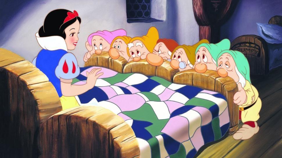 Tutti Ai Piedi Del Letto Blancanieves Y Los Siete Enanitos Blancanieves De Disney Princesas Disney