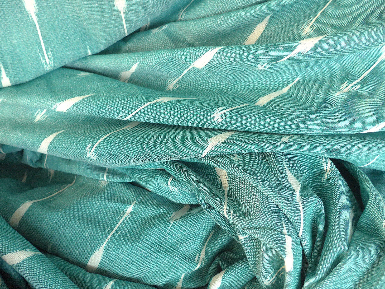 Gruner Ikatstoff Mit Pfeilblumen In Weissaus Indien Indischer Baumwollstoff Handgewoben Florales Muster Ethno Ikat Meterware Stoff In 2020 Ikat