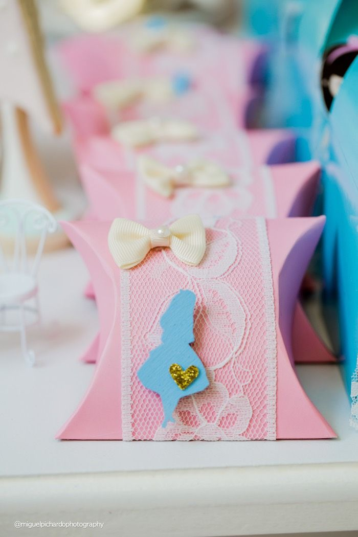 Alice in Wonderland pillow favor boxes from