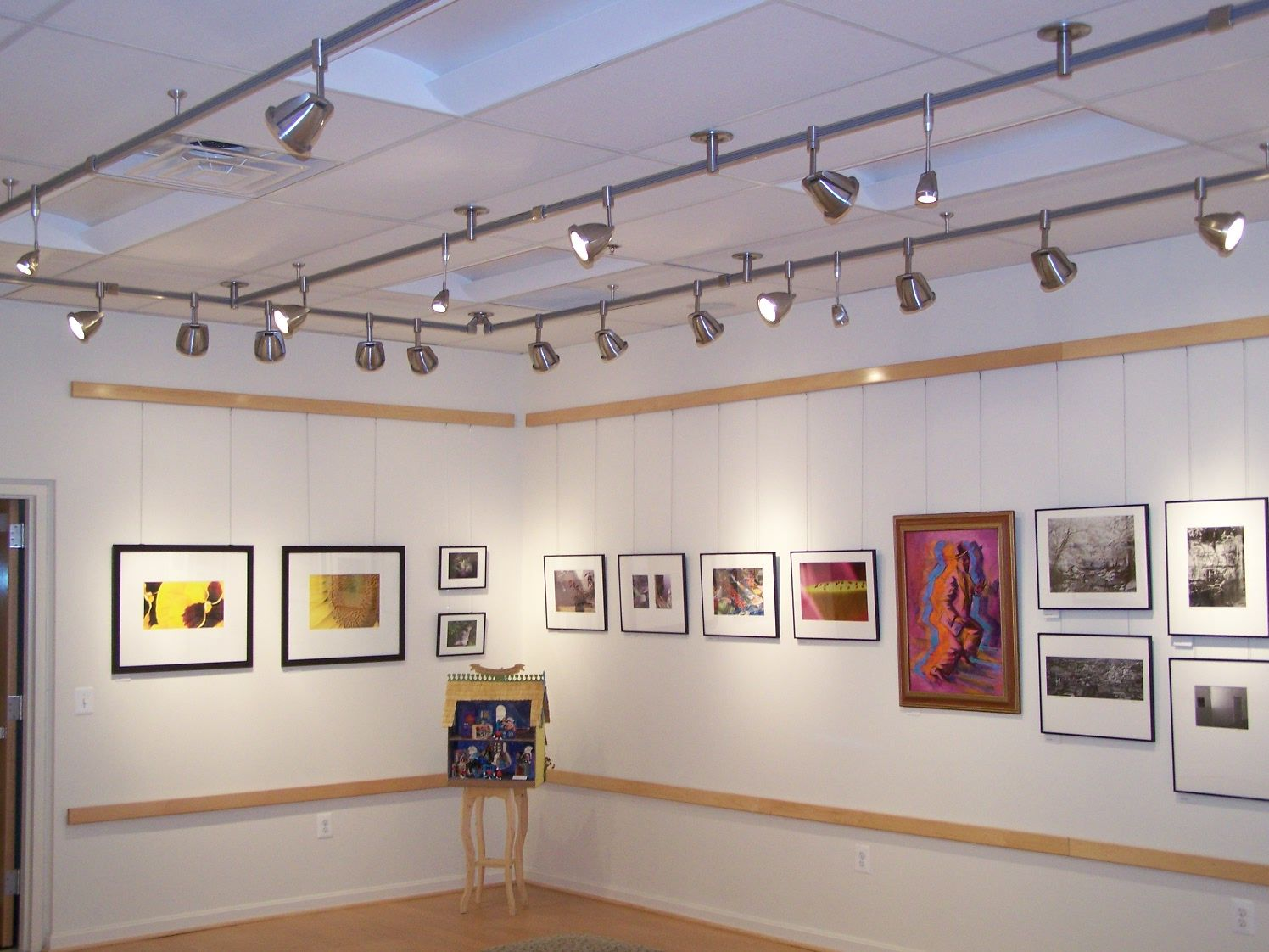 Why Led Track Lighting Is Suitable For Museum And Art Gallery