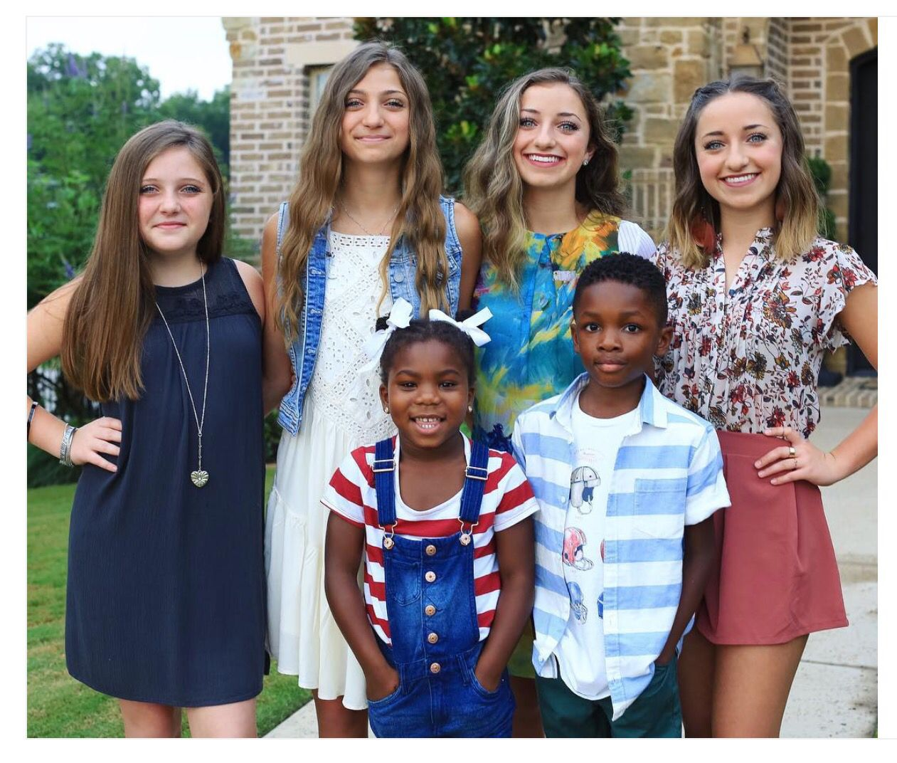 Cutest Siblings Ever On The First Day Of School Goals Brooklyn And Bailey Brooklyn And Bailey Instagram School Hairstyles For Teens
