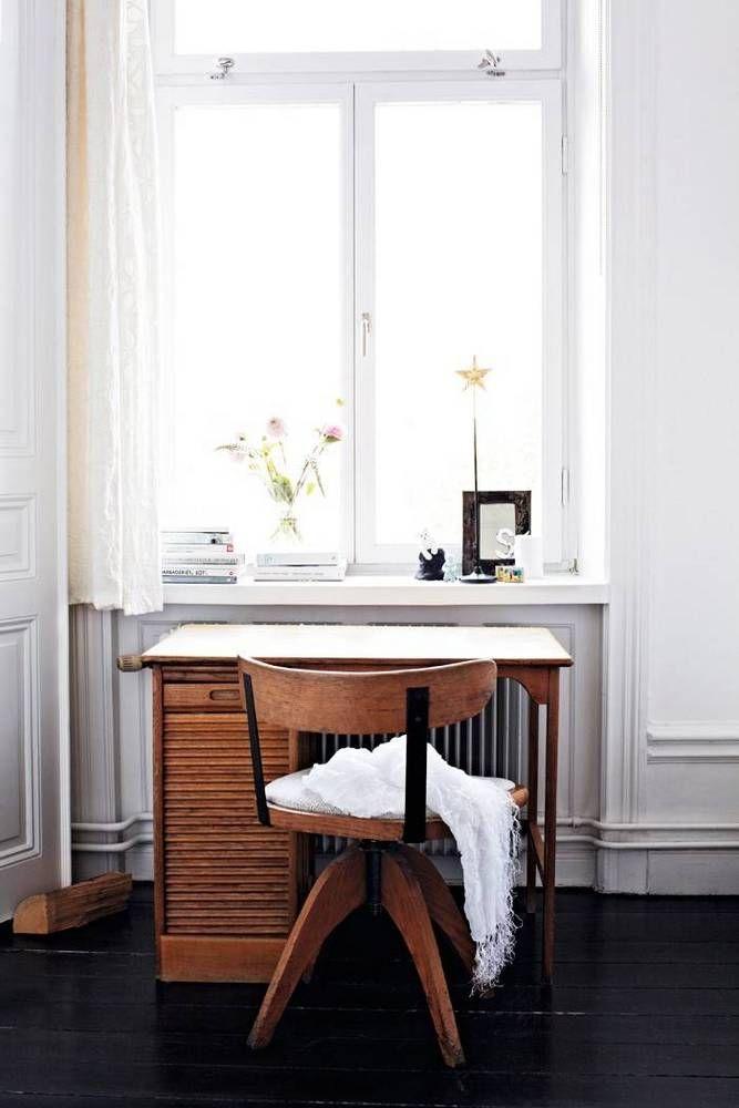 LOVE this desk.