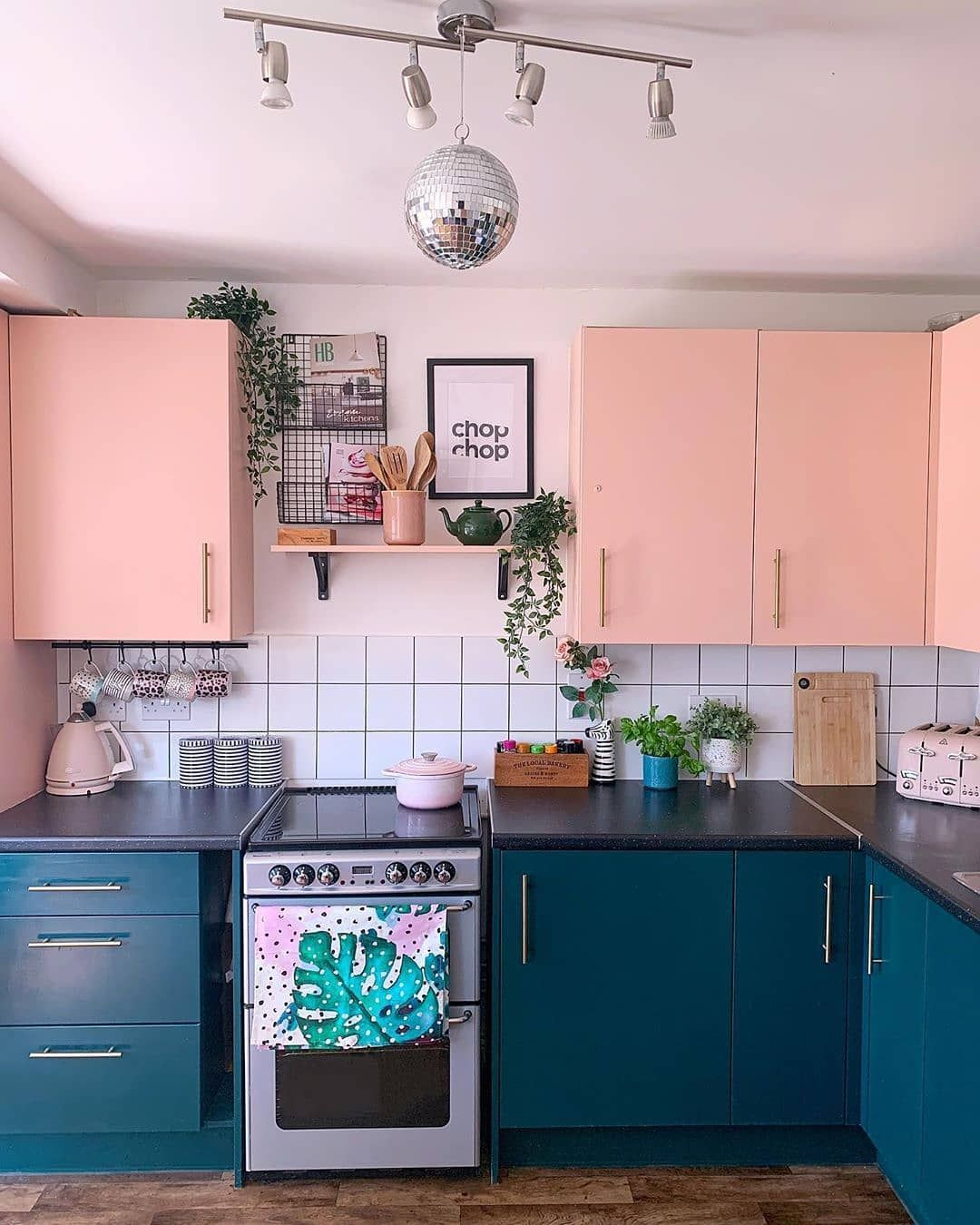 Get High Style In Home Decor On A Low Budget Budget Home Decorating Modern Kitchen Design Home Kitchens Retro kitchen ideas on a budget