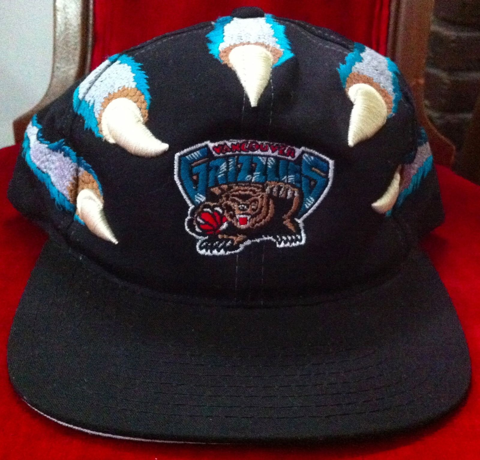 623485dd3e8e6 Vintage Starter NBA Vancouver Grizzlies Retro Snapback Cap Hat BearClaw All  Over
