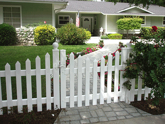Pin By Diana Dimura On Landscaping Ideas White Picket Fence Landscaping Inspiration Vinyl Gates